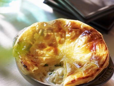Blätterteigtarte mit Kartoffeln und Camembert