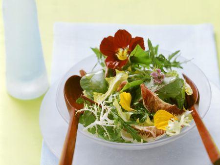 Blattsalat mit Blüten