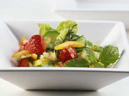 Blattsalat mit Erdbeeren