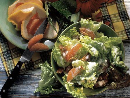 Blattsalat mit Grapefruit, Pecannüssen und Sahne-Vinaigrette