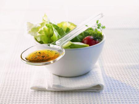 Blattsalat mit Kräuterdressing
