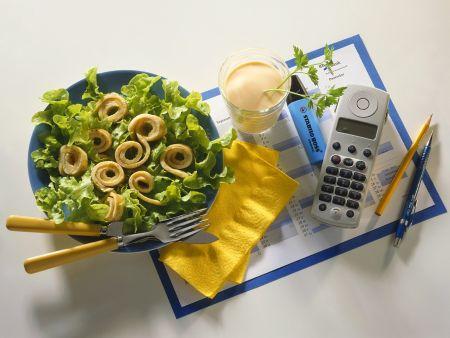 Blattsalat mit Pfannkuchen