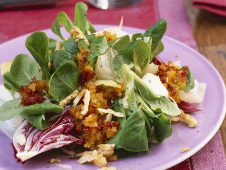 Blattsalate mit Aprikosen & rotem Pesto