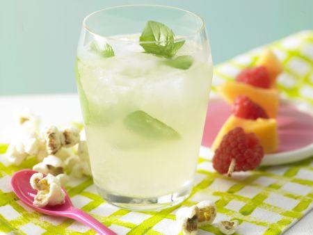 Blubber-Bowle mit Fruchtspieß