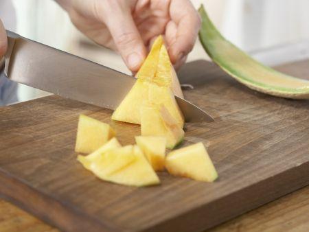 Blubber-Bowle mit Fruchtspieß: Zubereitungsschritt 3