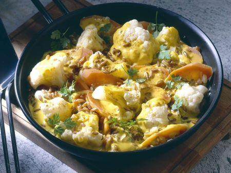 Blumenkohl und Möhren mit Currysauce