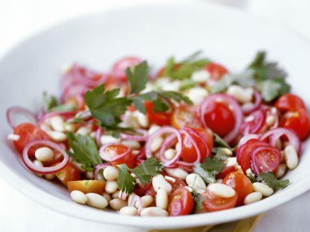 Bohnen-Tomaten-Salat mit Zwiebeln