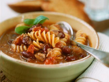 Bohnen-Tomatensuppe mit Nudeln