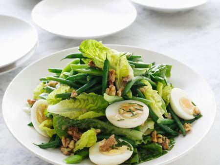 Bohnensalat mit Ei und Nüssen