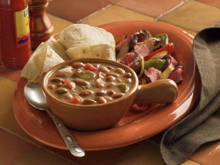 Bohnensuppe mit Fajitas und Steak