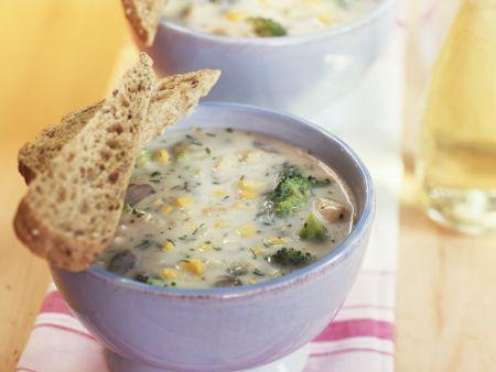 Brokkolisuppe mit Mais und Champignons