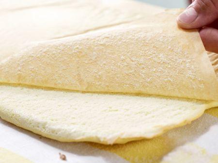 Brombeer-Biskuitrolle: Zubereitungsschritt 4