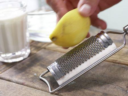 Brombeer-Biskuitrolle: Zubereitungsschritt 6