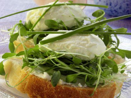 Brot mit Frischkäse und Kresse zu Ostern