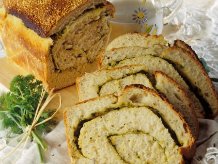 Brot mit Kräutern und Sesam