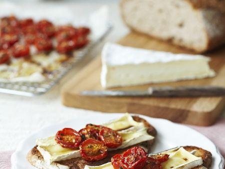 brot mit tomaten und k se berbacken rezept eat smarter. Black Bedroom Furniture Sets. Home Design Ideas
