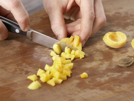 Brotbrei mit Aprikosen: Zubereitungsschritt 1