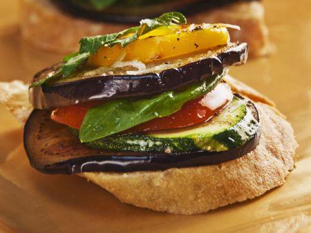 Bruschetta mit Antipasti-Gemüse