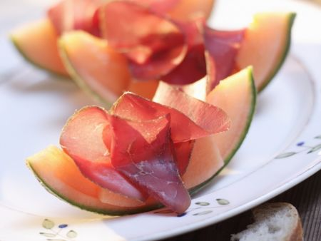 Bündnerfleisch mit Melonenspalten