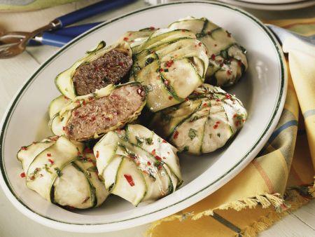 Buletten im Zucchinimantel mit Kartoffelsalat