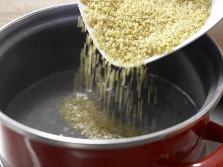Bulgurpfanne mit Erdnüssen: Zubereitungsschritt 1