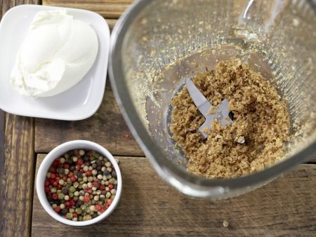 Bunte Frischkäsekugeln: Zubereitungsschritt 2