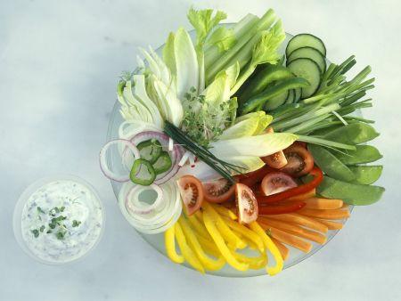 Buntes Gemüse mit Dip