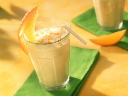 Buttermilch mit Orange und Avocado
