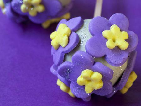 Cake Pops mit Blüten