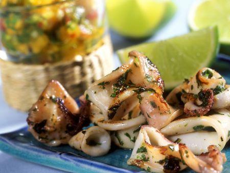 Calamari mit Papayasalsa und Limetten