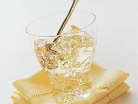 Champagner-Gelee mit Blattgold