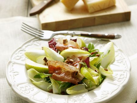 Chicorée-Speck-Salat mit Birnen