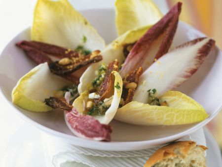 Chicoréesalat mit luftgetrocknetem Speck (Pancetta)