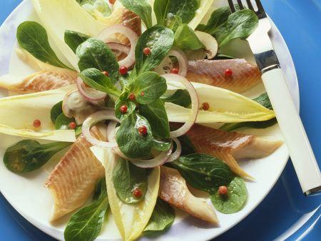 Chicoréesalat mit Räucherforelle