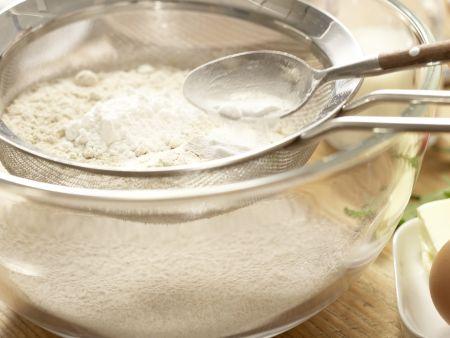 Chili-Cheddar-Brötchen: Zubereitungsschritt 1