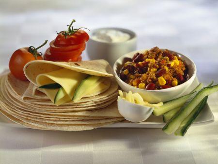 Chili con Carne mit mexikanischem Fladenbrot (Tortillas)