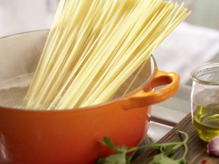 Chili-Knoblauch-Spaghetti: Zubereitungsschritt 1