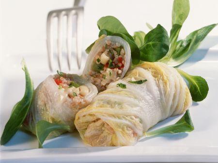 Chinakohlroulade mit Dinkel und Gemüse gefüllt
