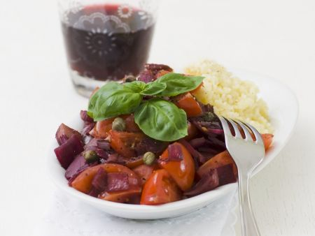 Cocktailtomaten-Zwiebel-Ragout in Rotweinsoße mit Bulgur