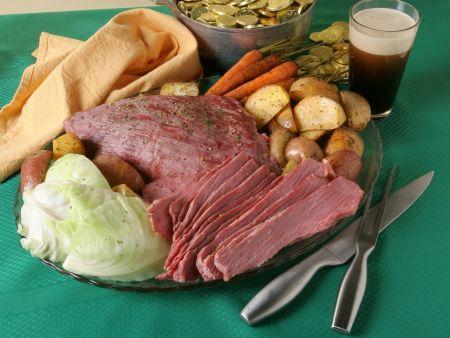 Corned Beef mit Kohl, Karotten und Kartoffeln