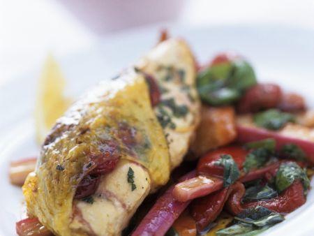 Cranberry-Hähnchen auf Salat aus Paprika und Rhabarber