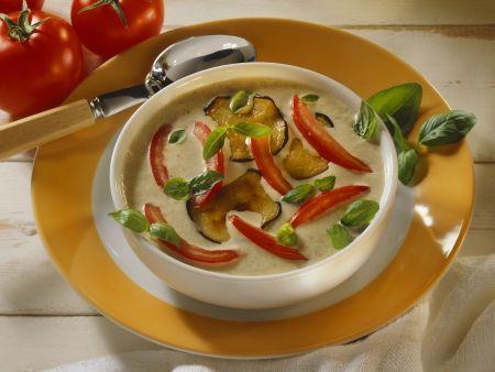 Cremige Auberginensuppe mit Schmortomaten