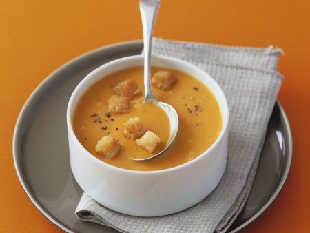 Cremige Karottensuppe mit Croutons