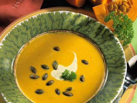 Cremige Kürbissuppe mit Kürbiskernen