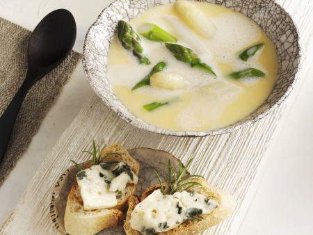 Cremige Spargelsuppe mit Käsebaguette