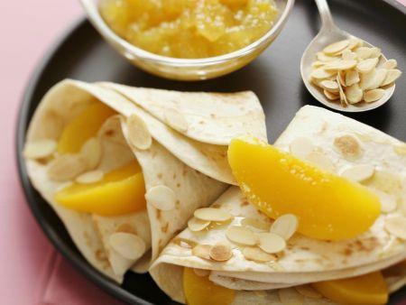 Crêpes mit Pfirsich und Mandelblättchen