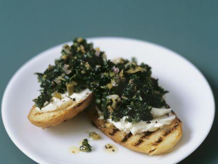 Rezept: Crostini mit Grünkohl-Mascarpone-Belag