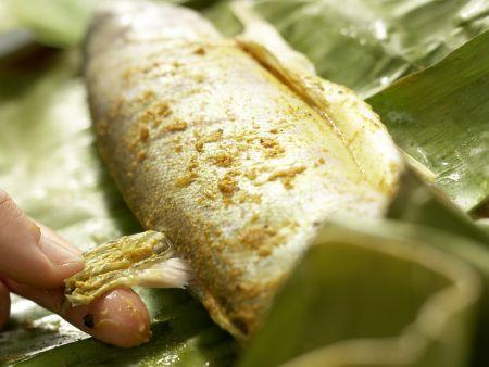 Curry-Forelle im Bananenblatt: Zubereitungsschritt 10