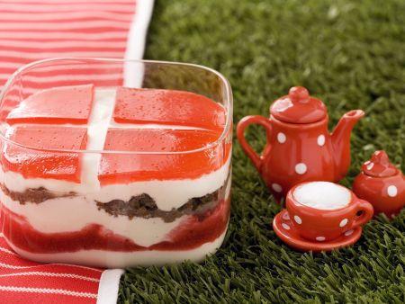 Dänische Quarkspeise mit Pumpernickel und Erdbeeren