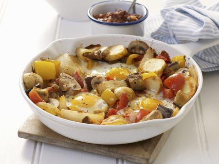 Deftige Pilz-Kartoffelpfanne mit Spiegelei